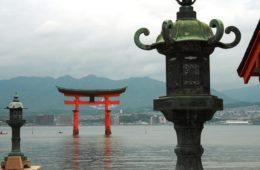 1 FOTO COPERTINA Itsukushima-Jinja,Torii galleggiante