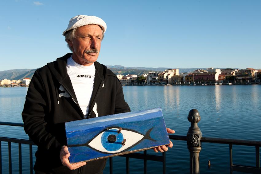 Nino Donato e un frammento della sua barca