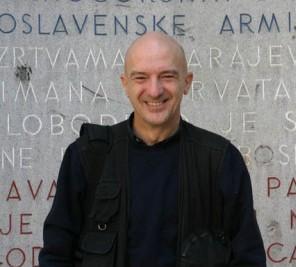 Mario Boccia, 58 anni, romano (e romanista), è uno dei migliori fotoreporter italiani. I Balcani sono la sua vita. Ricorda che vi andò per la prima volta a sette anni. La guerra ha lasciato dentro di lui storie che mai dimenticherà.