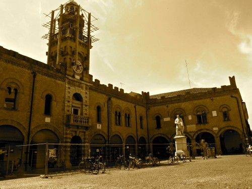 Piazza del Guercino a Cento