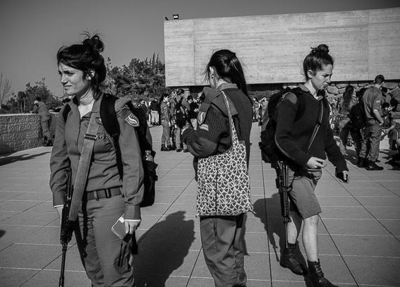 Le ragazze in armi
