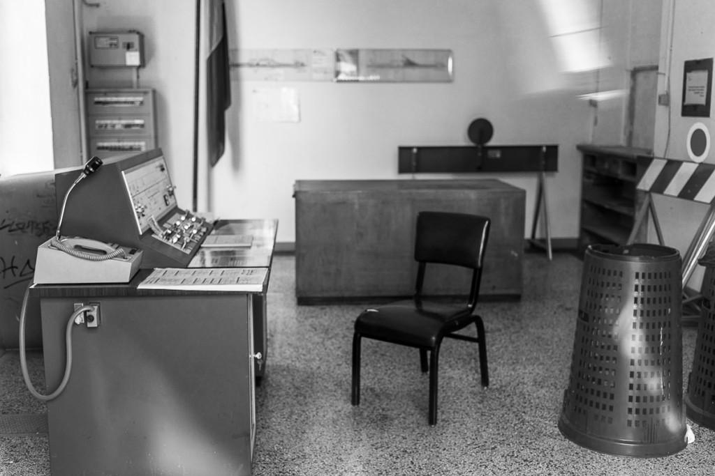 4.Il tempo di è fermato nella sala di comando e controllo della stazione di Aviano.