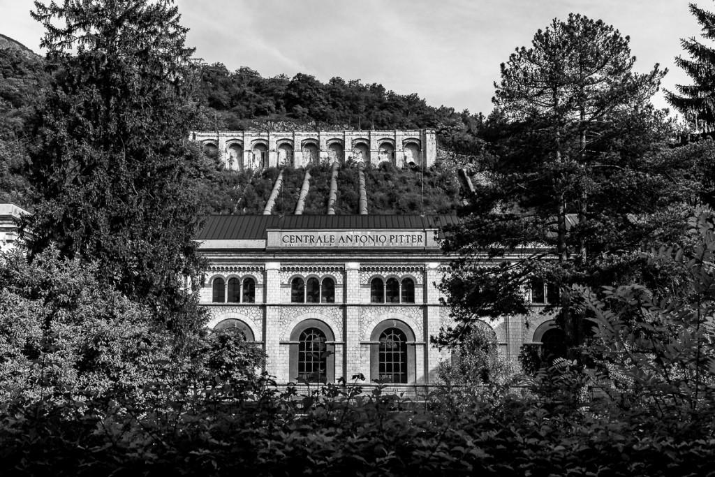 8.La storica centrale idroelettrica Antonio Pitter, nelle vicinanze di Montereale Valcellina