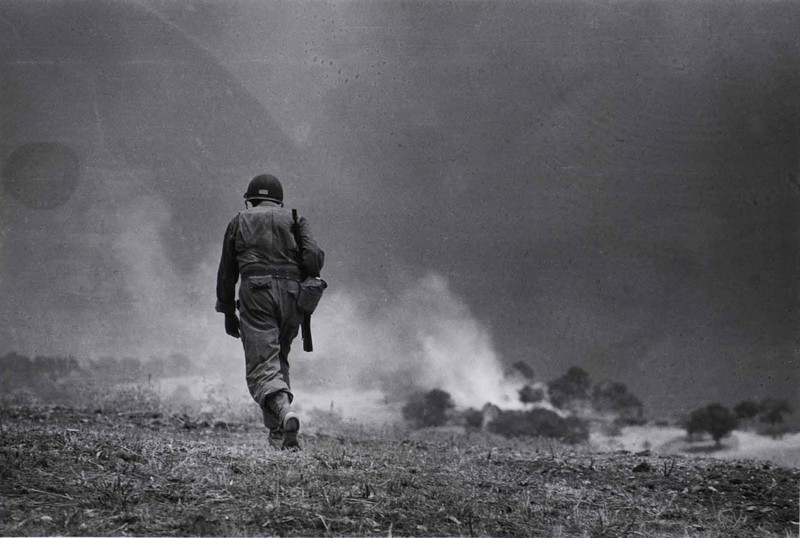 Photograph by Robert Capa © International Center of Photography/Magnum - Collection of the Hungarian National Museum