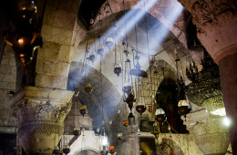 Gerusalemme, Santo Sepolcro, un raggio di sole nella capella di Santa Elena
