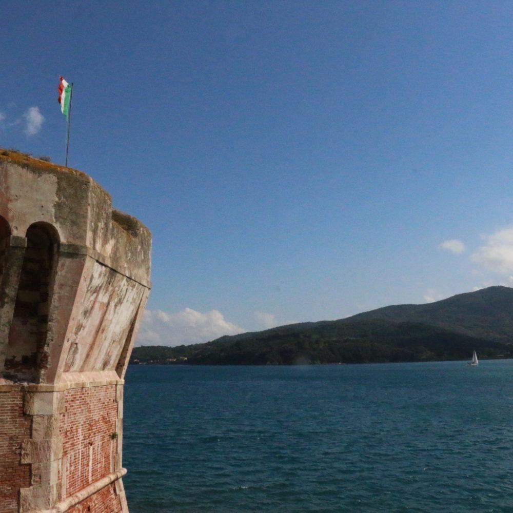 Vista dalla Torre della Linguella dove per dieci anni, in una cella sotto il livello del mare, fu lasciato Giovanni Passannante che aveva attentato alla vita del Re