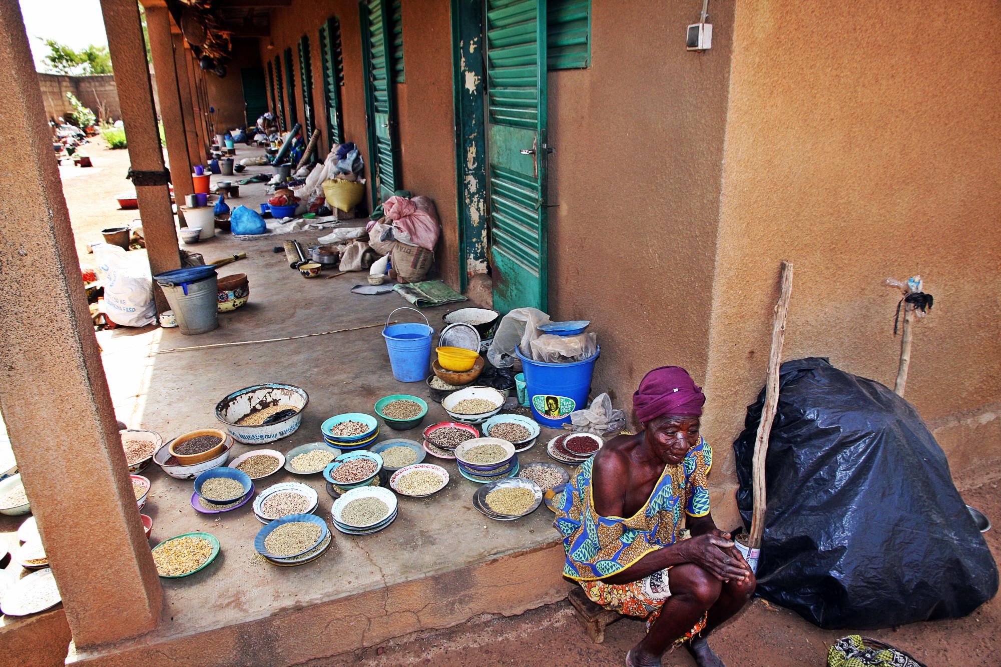 Ouagadogiu, 2014 - Centro Wende de Toughin dove vengono ricoverate donne allontanate dai familiari e dai villaggi perchè accusate di stregoneria