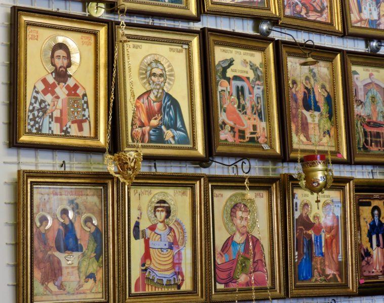 icone-vendute-nel-negozio-accanto-alla-chiesa-1