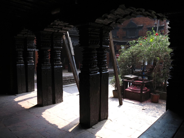 Kumari Ghar, archi in legno intersiato
