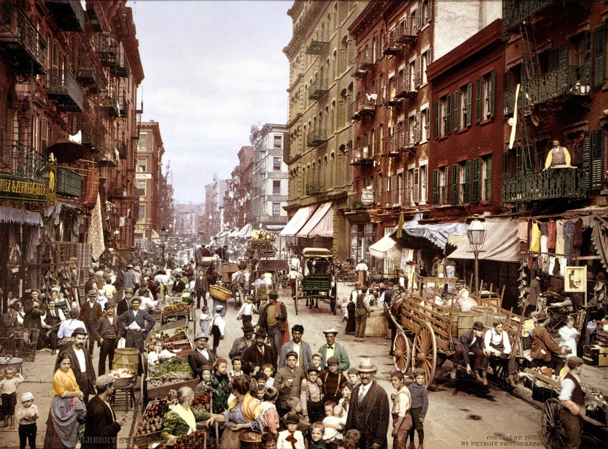 Mulberry_Street_NYC_c1900_LOC_3g04637u