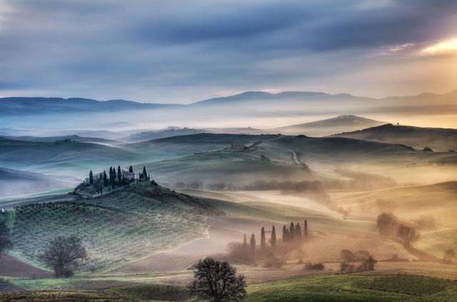 Alba in Terra di Siena (foto di Michele Macinai)