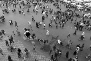 La scoperta di Marrakech iniza sempre dalla grande piazza Jamaa el Fna. Un formicaio a cielo aperto, dove puoi incontrare e comprare di tutto...