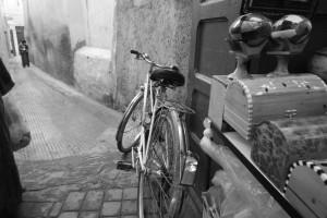 Le strade di Marrakech sono strette, adatte a biciclette...