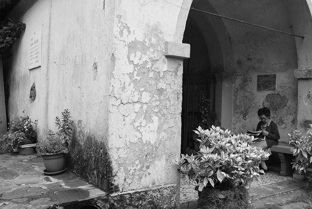 Sant'Anna di Stazzema Settenbre 2014. La più piccola dei tanti bambini che, il 12 agosto, la guerra ha qui strappato al girotondo del mondo. 23-7-1944 | 12-8-1944. Piazza Anna Pardini.