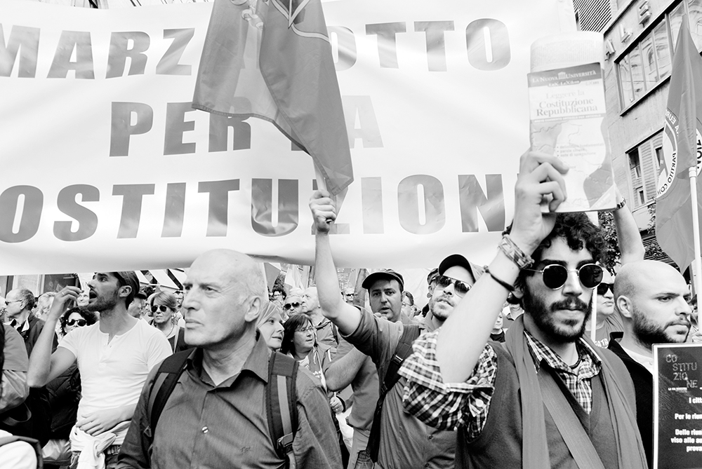 """Roma 12 ottobre 2013  Le lapidi sono importanti, i monumenti sono importanti, ma il più grande monu-mento, il maggiore, il più straordinario che si è costruito in Italia, alla Libertà, alla Giustizia, alla Resistenza, all'Antifascismo, al Pacifismo, è la nostra Costituzione. Teresa Mattei Partigiana """"Chicchi"""", la più giovane eletta nell'Assemblea Costituente."""