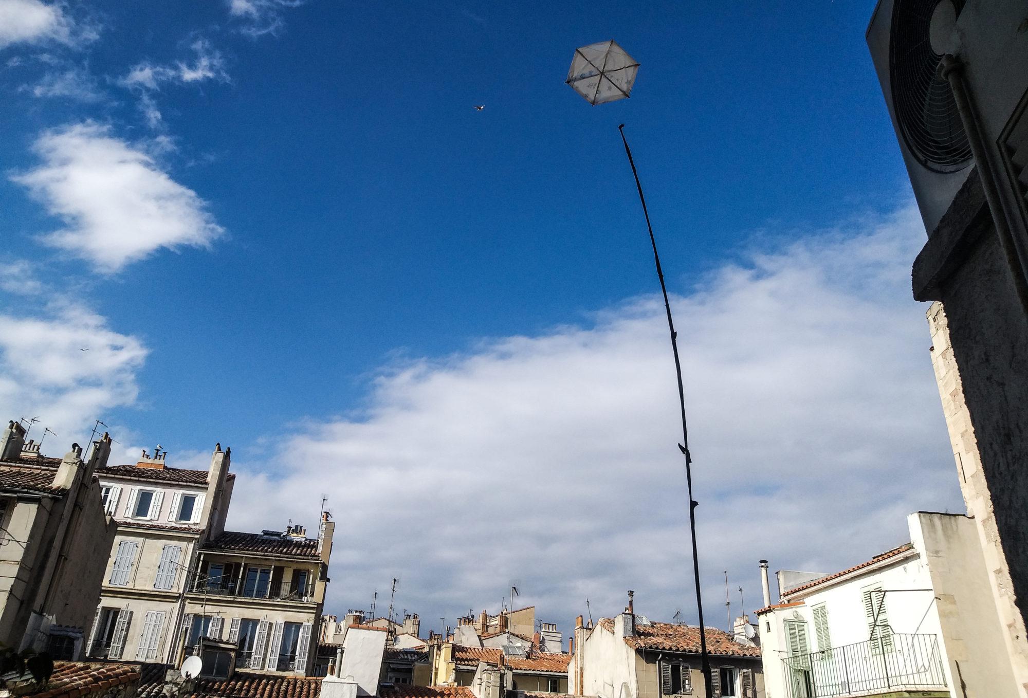 Un antropologa genovese scatta una fotografia dei suoi giorni di Marsiglia: bouillabasse, il cielo azzurro, gli ultras dell'Olympique, il dottor Raoult